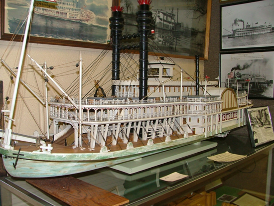 riverboat_replica_550